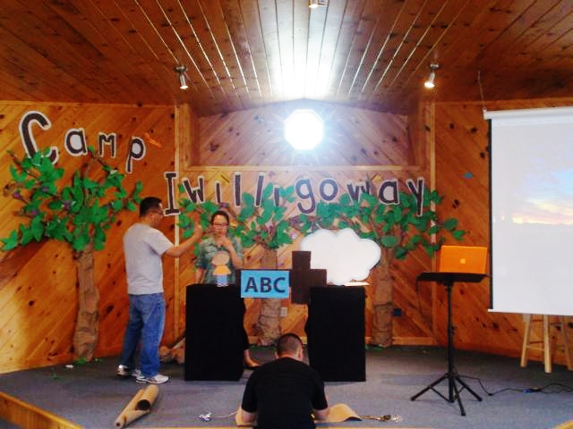 the stage was transformed into a foresty campground